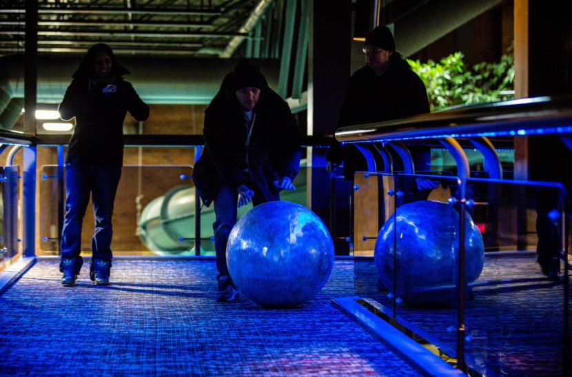 5_ds_zack_rolling_ball_toward_elevators