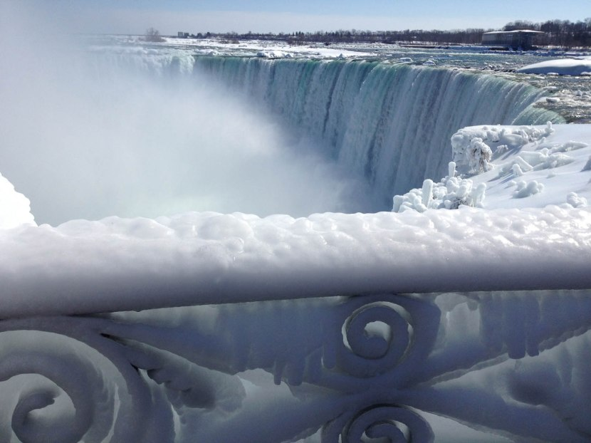 70_frozen_railing_at_niagara_falls