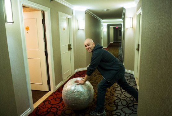 7_ds_zack_heading_into_hotel_room