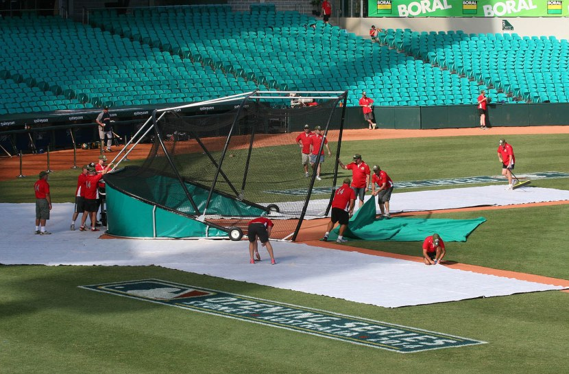 252_grounds_crew_setting_up_the_batting_cage