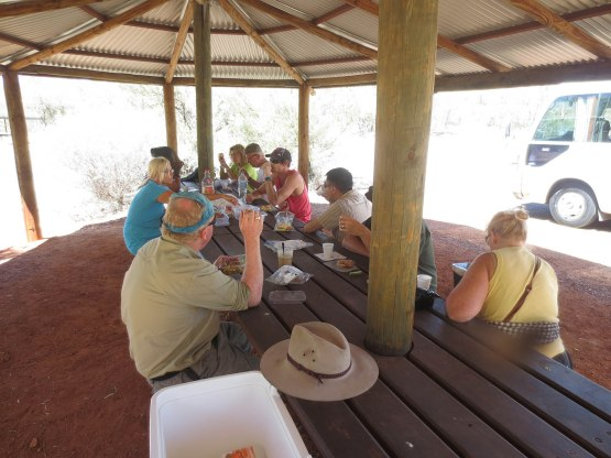 828_lunch_near_ormiston_gorge