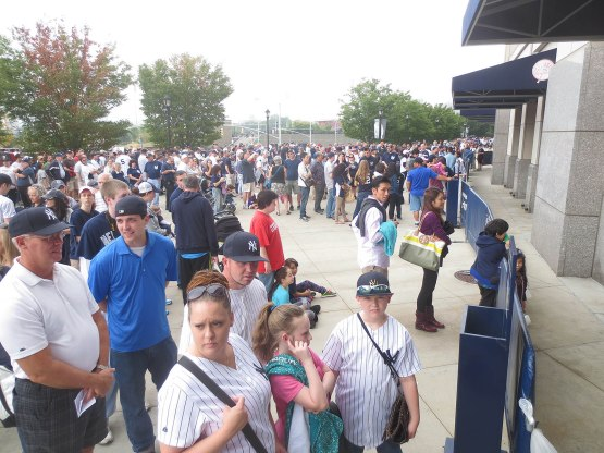 1_crowd_outside_yankee_stadium_09_21_14
