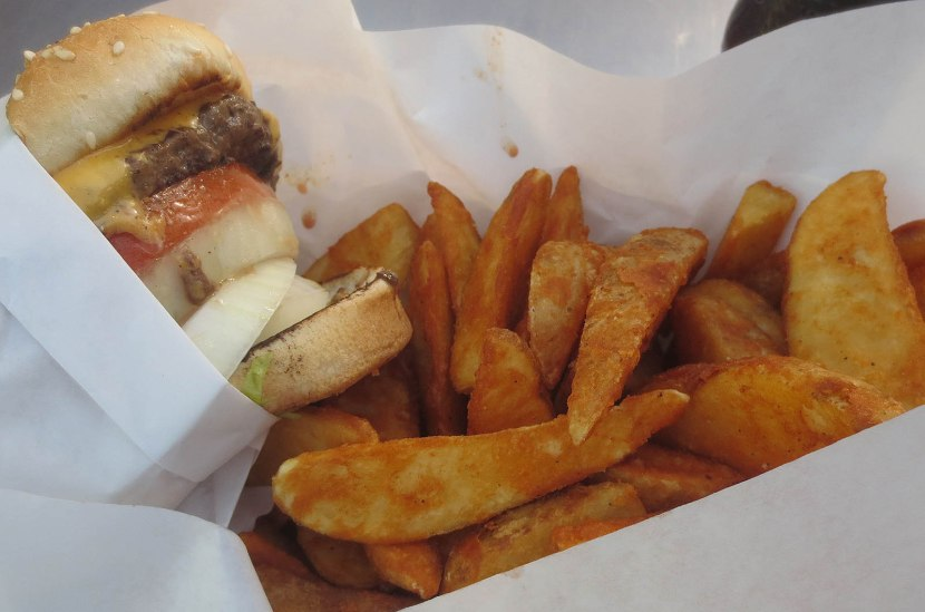 33_cheeseburger_and_fries_from_hodads