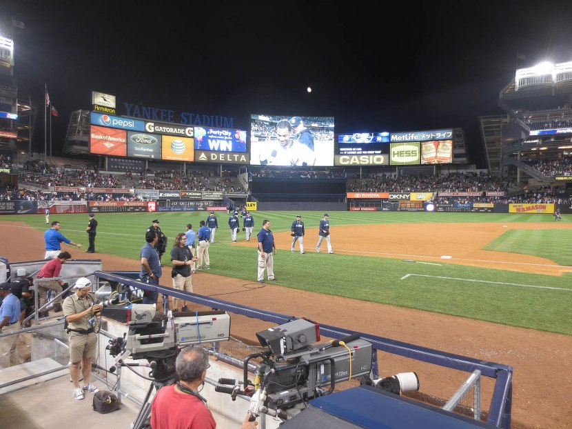 39_rays_relievers_approaching_dugout