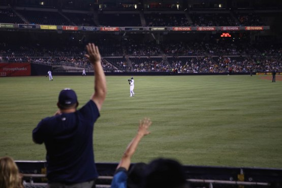 43_cameron_maybin_throwing_another_warmup_ball_into_the_crowd