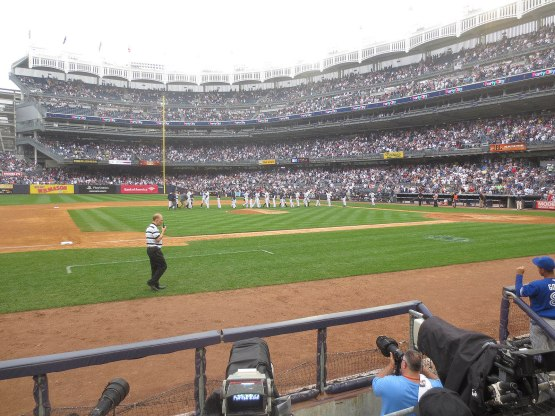 51_yankees_on_the_field_after_winning