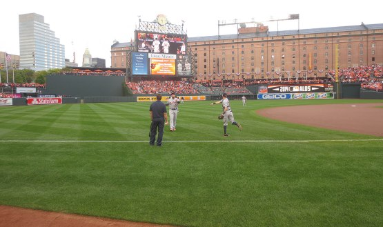11_tigers_pregame_throwing_10_02_14