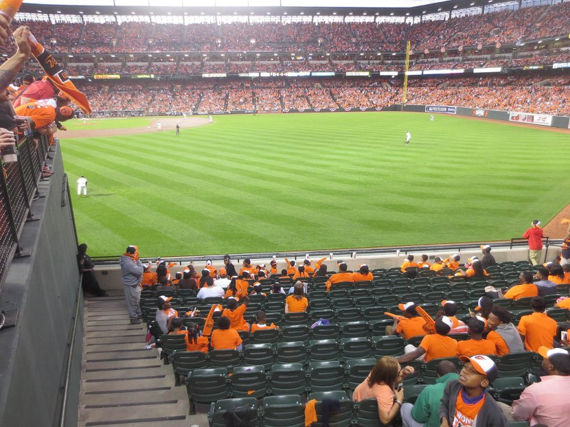 18_empty_seats_in_right_field_10_02_14