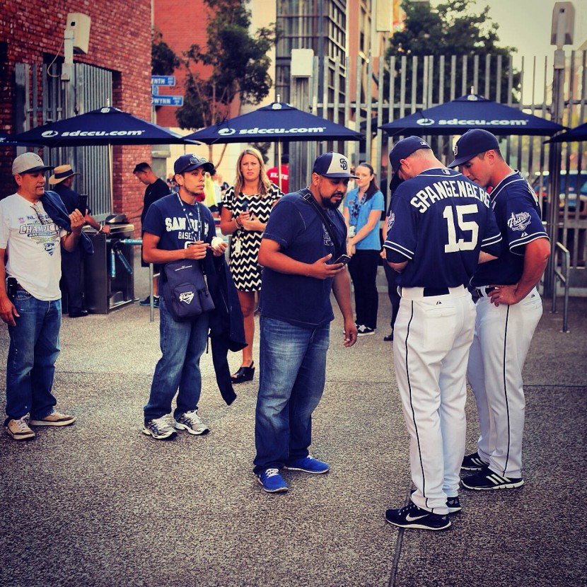 21_padres_greeting_fans