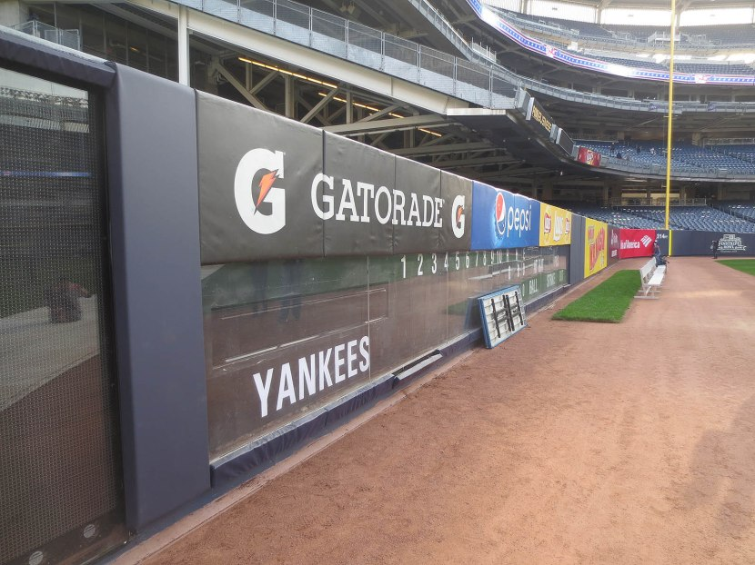 20_right_field_wall_and_warning_track