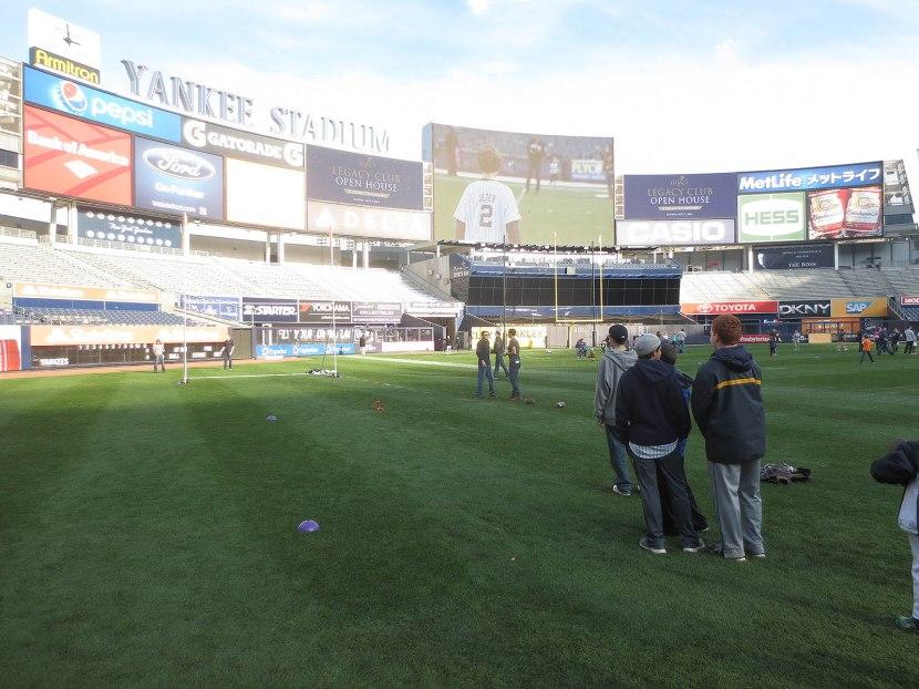 32_people_lining_up_to_kick_fieldgoals