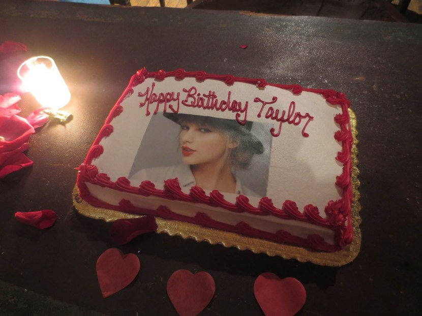 146_taylor_swift_cake