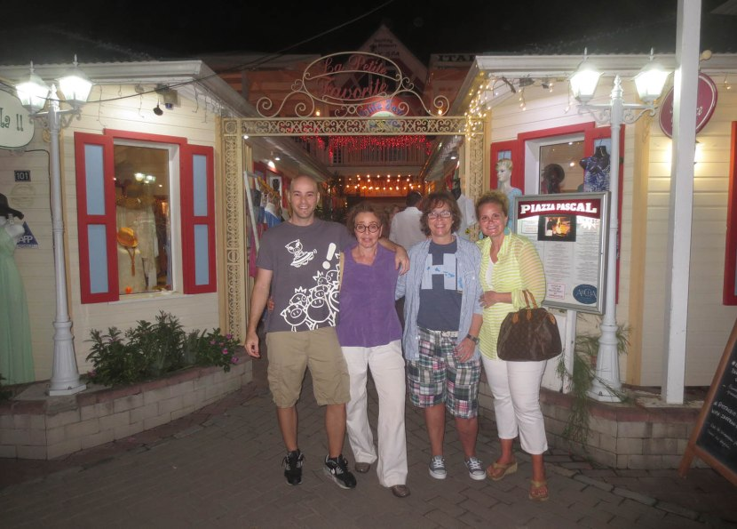 276_zack_naomi_martha_amy_outside_mall_where_we_ate_dinner