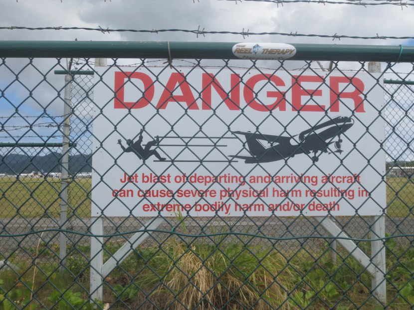 309_warning_sign_about_airplanes