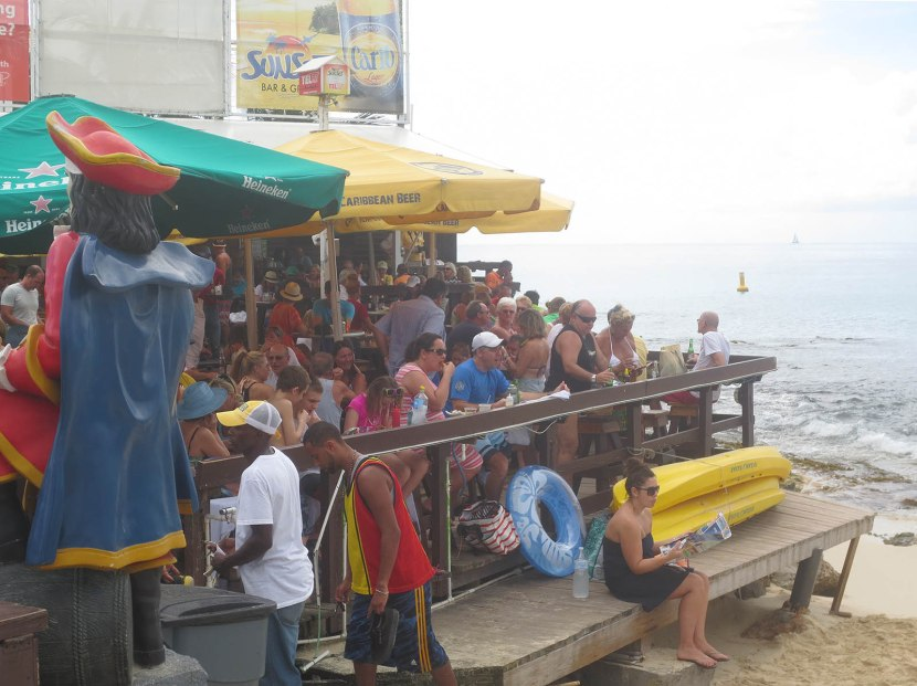 313_crowded_restaurant_at_maho_beach