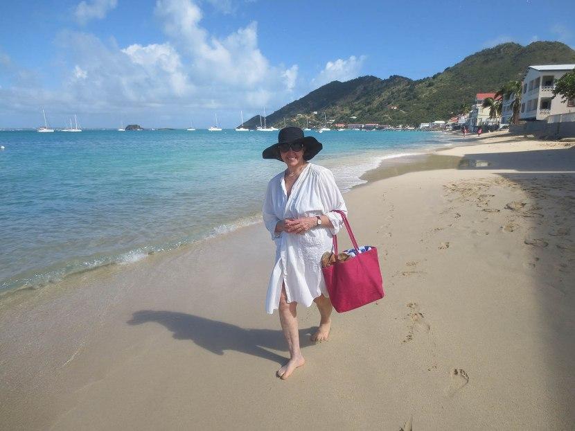 63_naomi_walking_on_the_beach