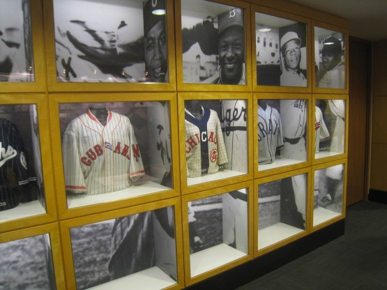8_negro_leagues_uniforms