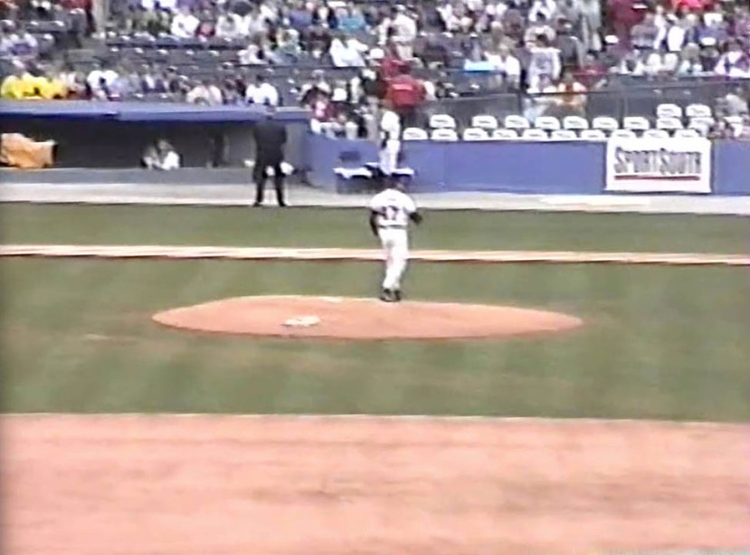 11_tom_glavine_warming_up2