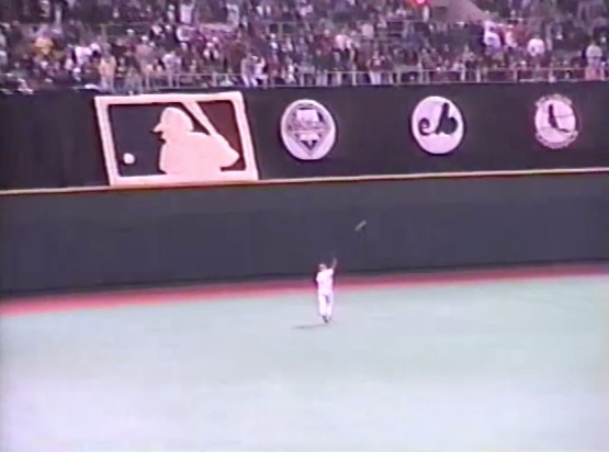 25_lenny_dykstra_catching_a_fly_ball_hit_by_tony_fernandez