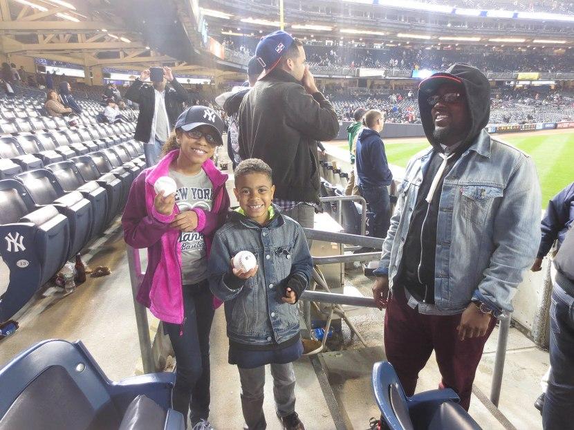 16_little_kids_with_baseballs