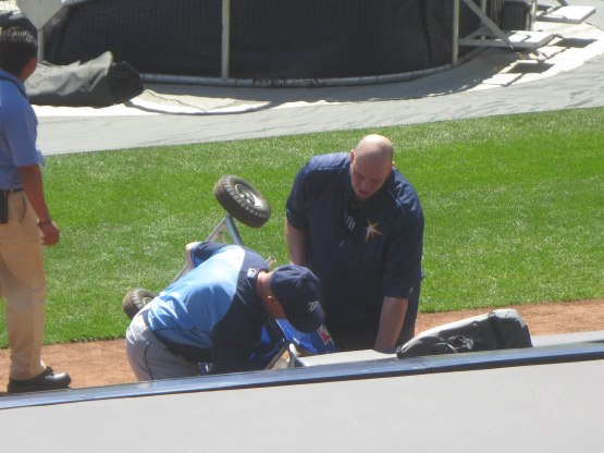 11_rays_equipment_guy_who_threw_ball7913