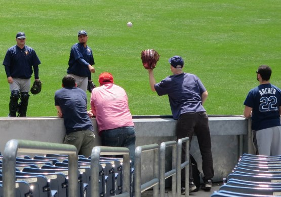 13_zack_catching_ball7914