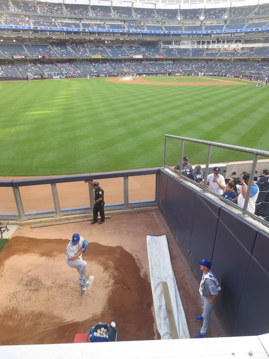 8_jason_vargas_warming_up
