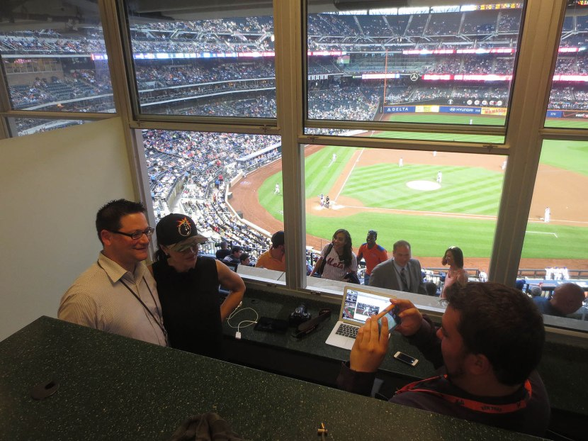 29_lisa_posing_with_the_mets_social_media_guys