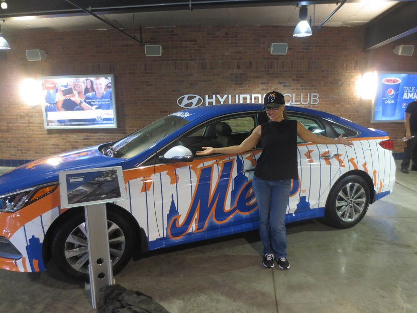 33_lisa_posing_with_a_mets_car