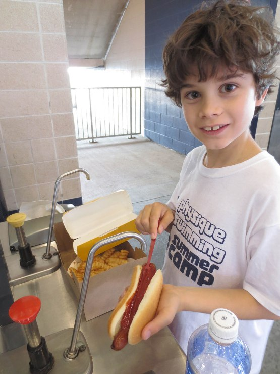 11_alexandre_preparing_his_hot_dog