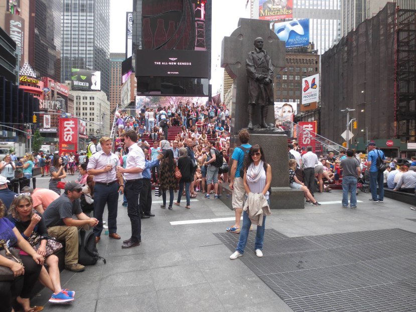 18_lisa_ann_in_times_square