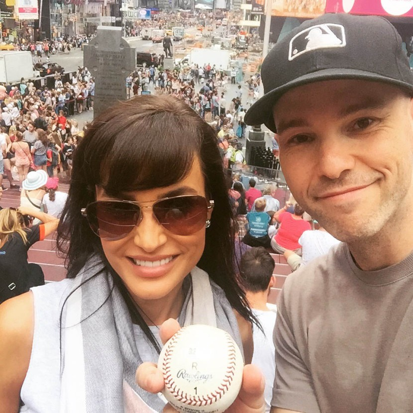 19_lisa_ann_and_zack_in_times_square