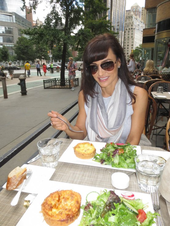 7_lisa_ann_at_brunch