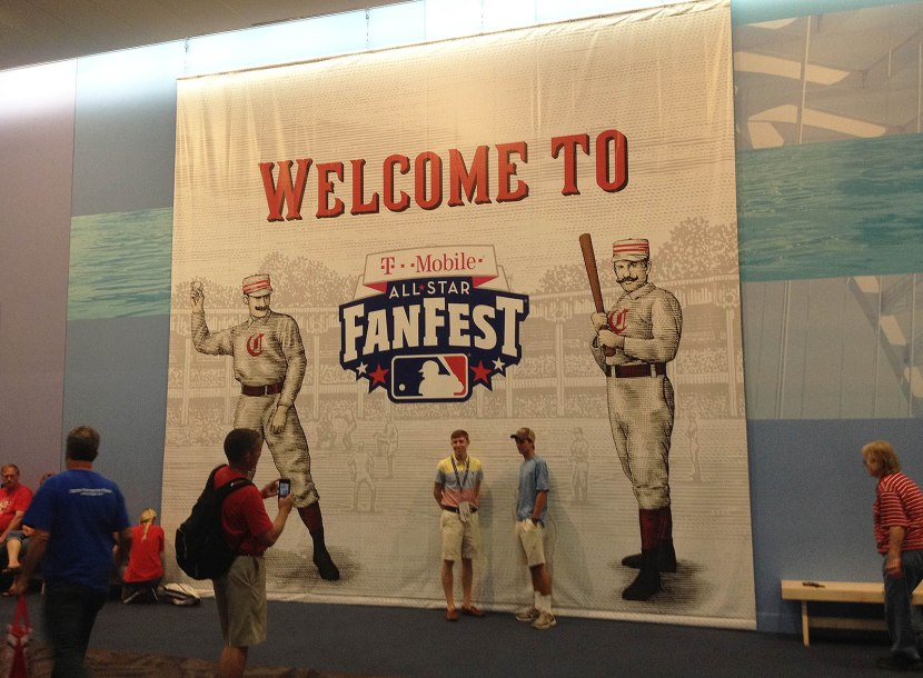 8_fanfest_2015_welcome_sign