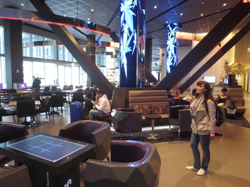 9_lisa_ann_hotel_bar_lounge_area
