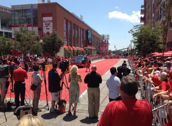 1_red_carpet_and_crowd