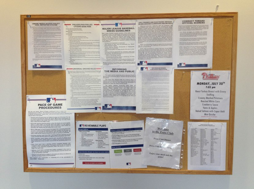 21_bulletin_board_with_various_memos