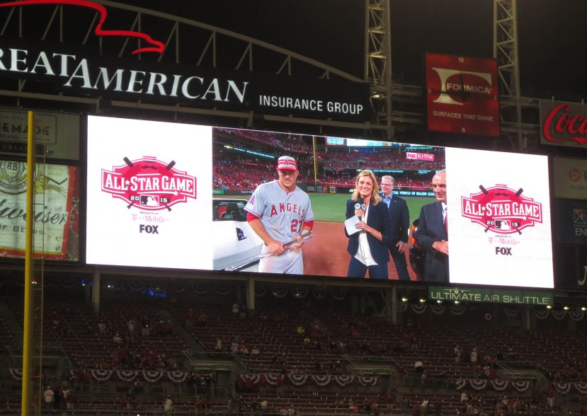 44_mike_trout_on_the_jumbotron
