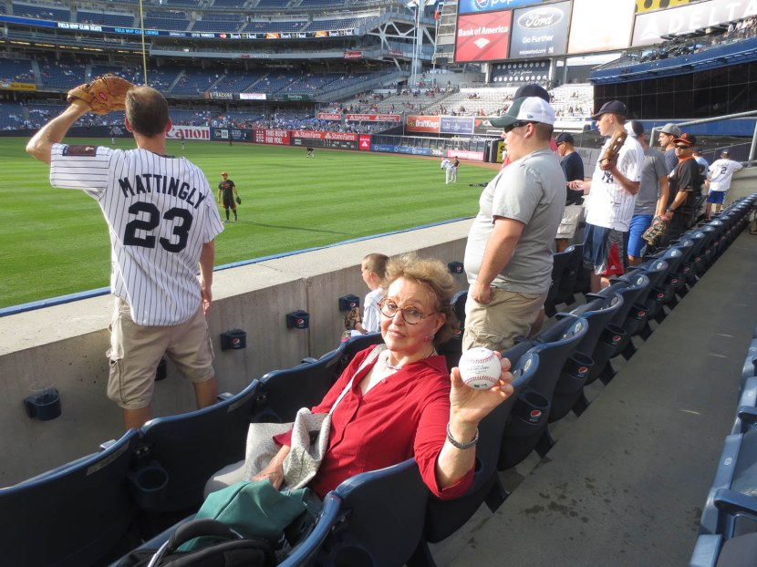 6_naomi_holding_baseball