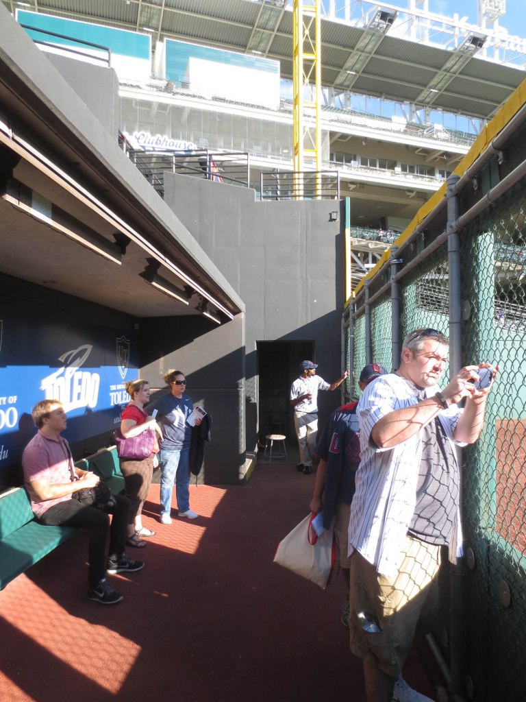 19_people_in_the_old_bullpen