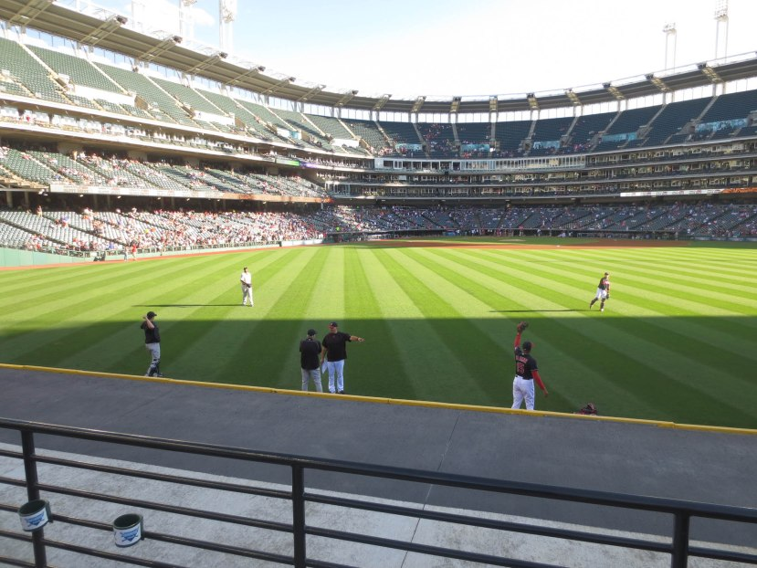 23_pregame_throwing_in_the_outfield