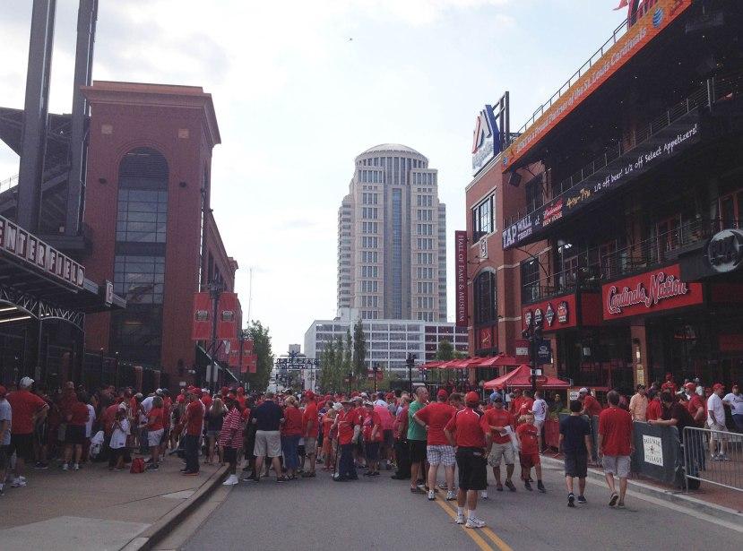 1_crowd_outside_busch_stadium_08_13_15
