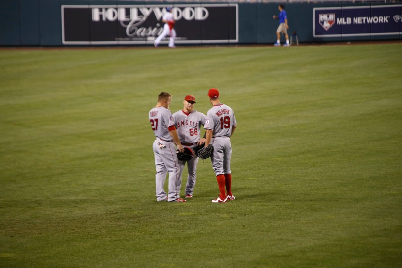 33_angels_outfielders_talking