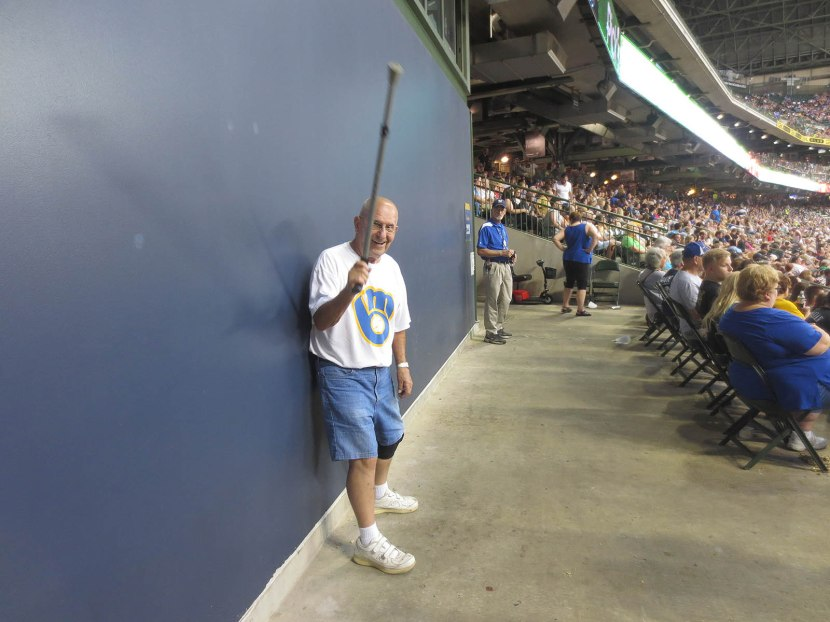 30_old_guy_who_playfully_threatened_to_fight_me_for_a_foul_ball