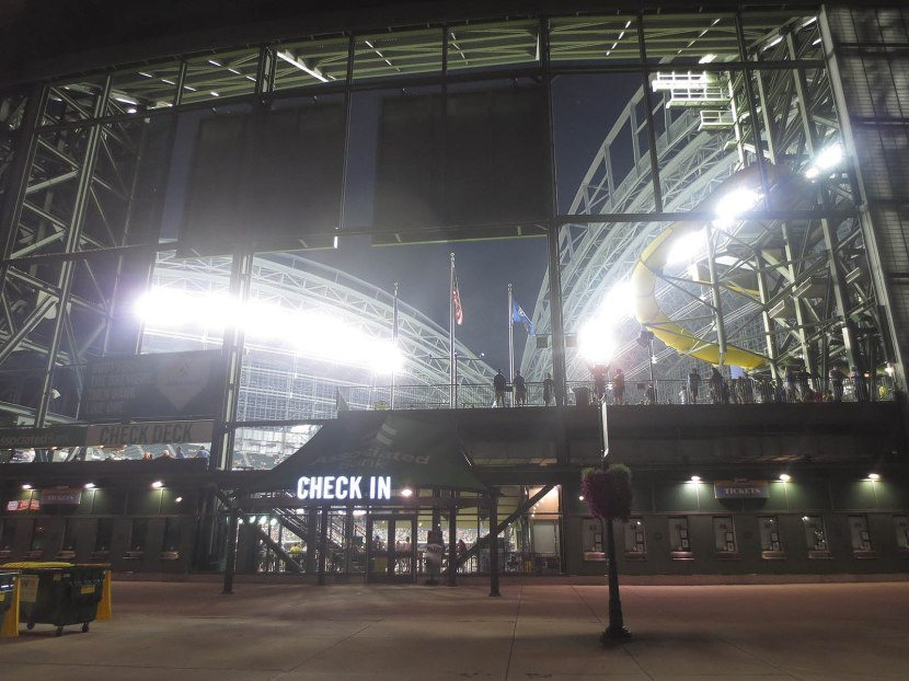 34_outside_miller_park_after_the_game_and_before_the_goo_goo_dolls_concert