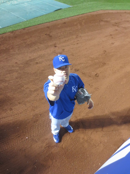 14_jeremy_guthrie_holding_ball5000