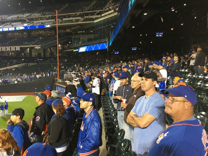 17_left_field_crowded_for_royals_bp_11_01_15