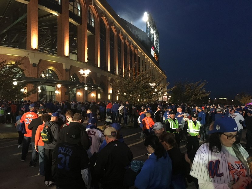 6_nighttime_lines_outside_citi_field_11_01_15