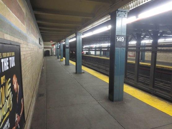 15_rat_on_subway_platform