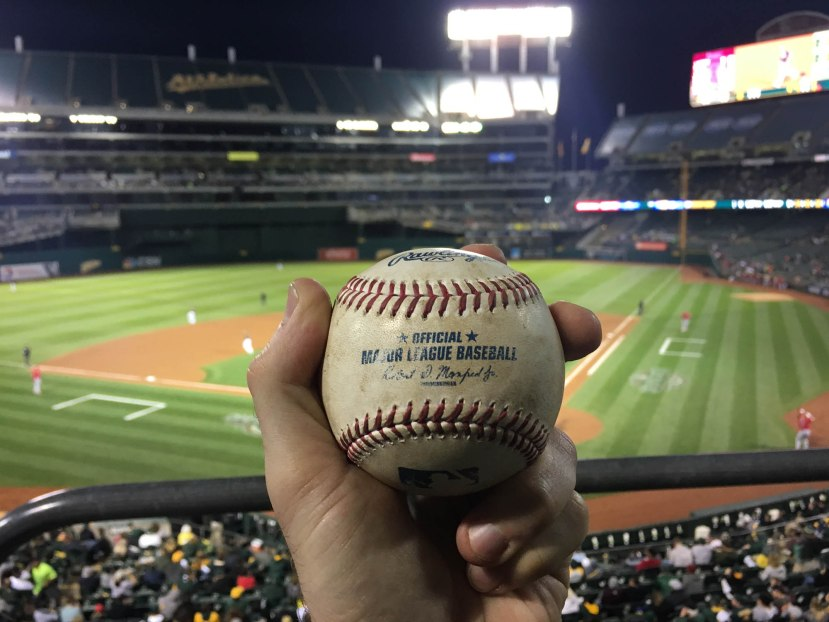 17_ball8647_daniel_nava_foul_ball_off_sonny_gray